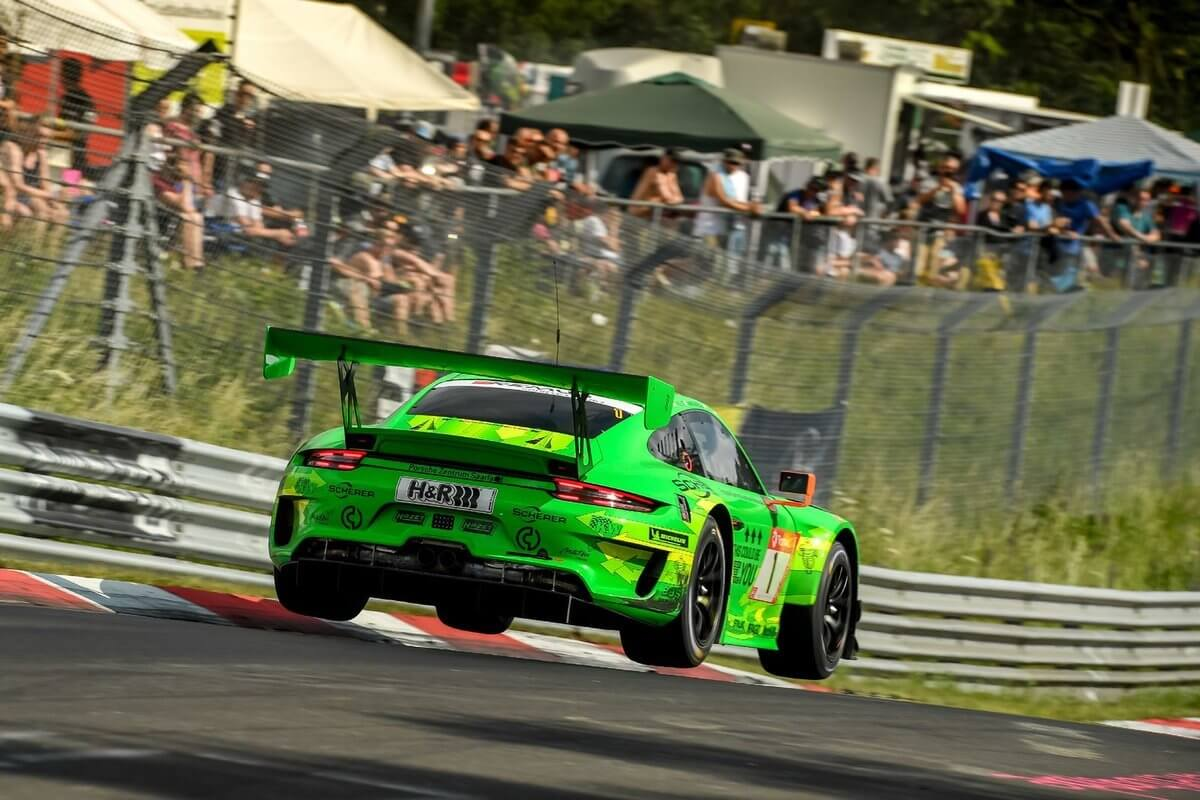 Manthey-Racing finishes 2nd and 5th in the 24-hour race at the Nürburgring