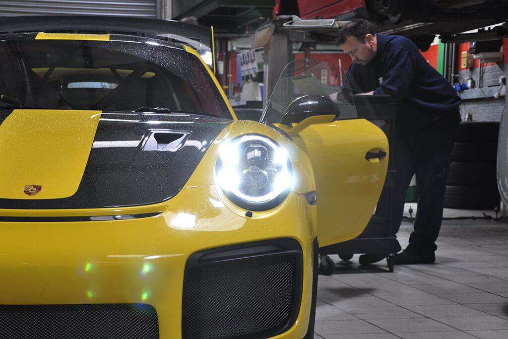 Porsche fine tuning at JZM